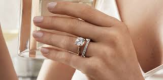 Clothing that suits hidden halo diamond rings