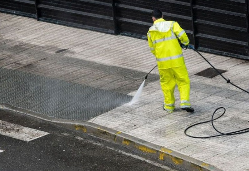 5 Advantages of Using Pressure Cleaning Services for Your Home